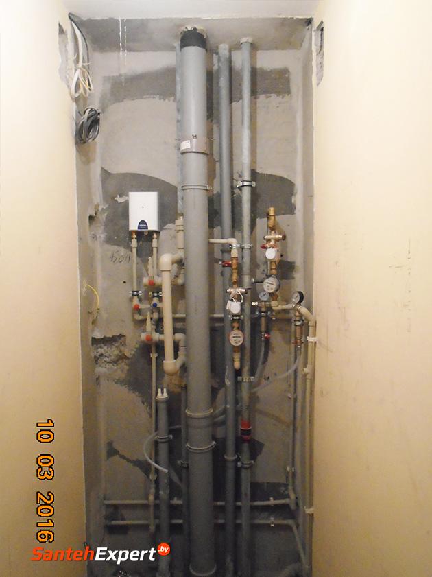 Работы по разводе стояка включали: разводку водопровода, канализации, подключение фильтров для грубой и мягкой фильтрации воды воды, монтаж проточного бойлера, электронную систему перекрытия воды в случае протечек.